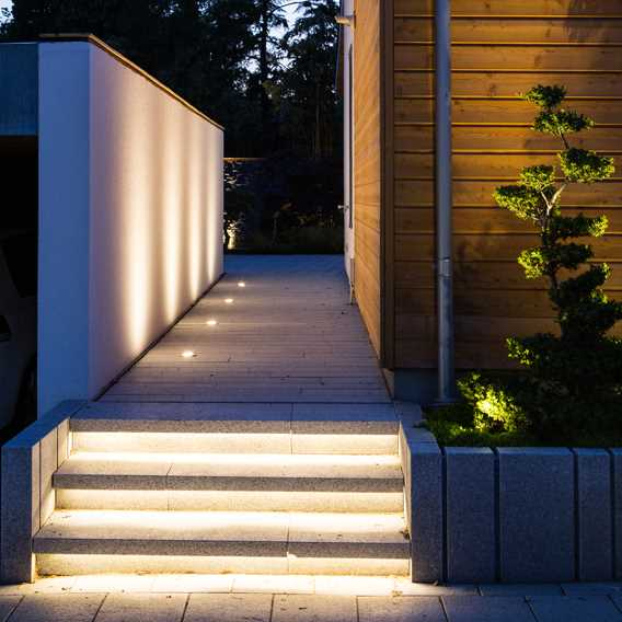 Atria Light - uplights ved carport