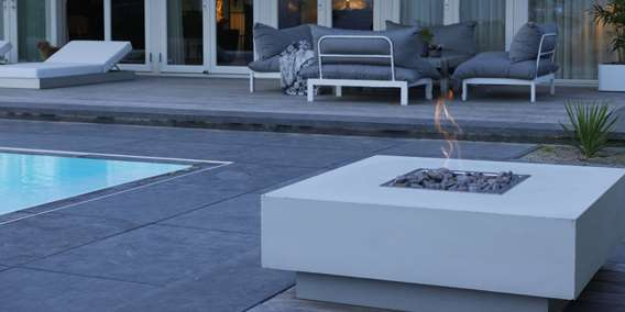 Olymp Fireplace - integreret i lyst loungeelement